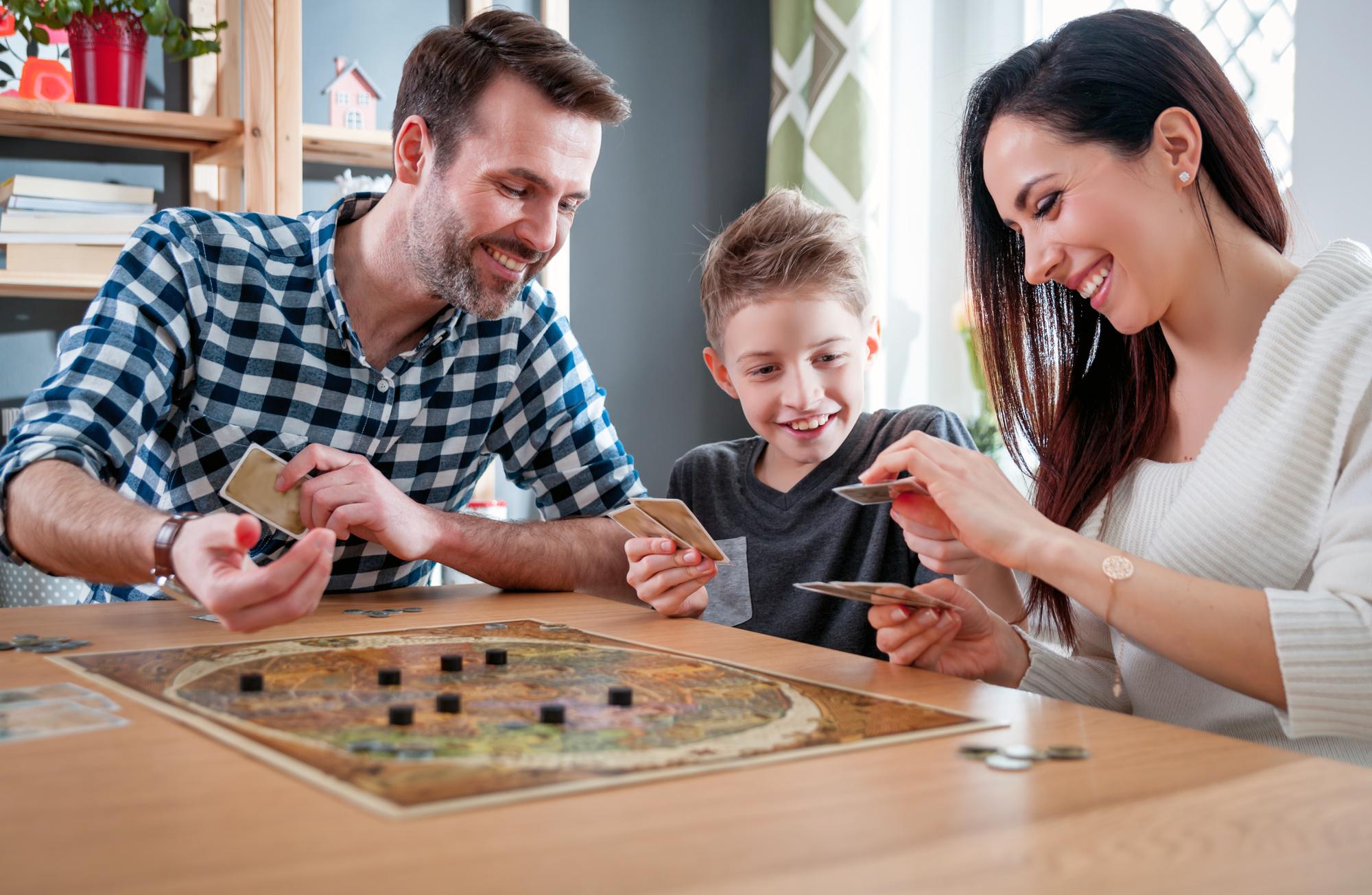 Cele mai populare Board Games de jucat acasă cu cei dragi